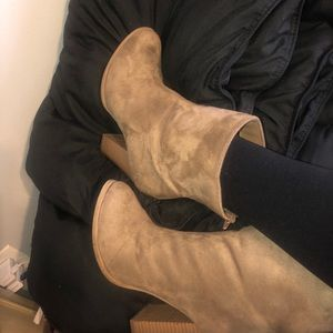 Shoes - Tan heel Boots